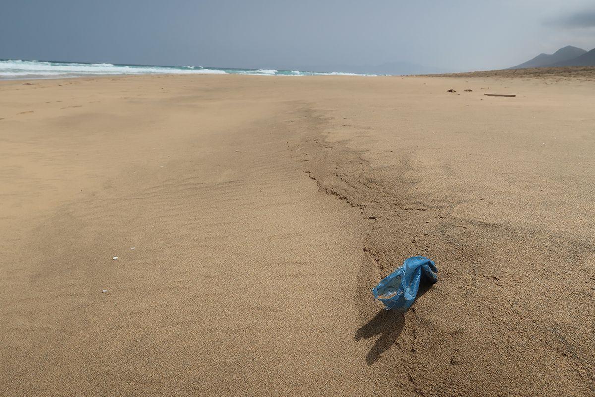 basura playa-plastico mar-cofete-fuerteventura