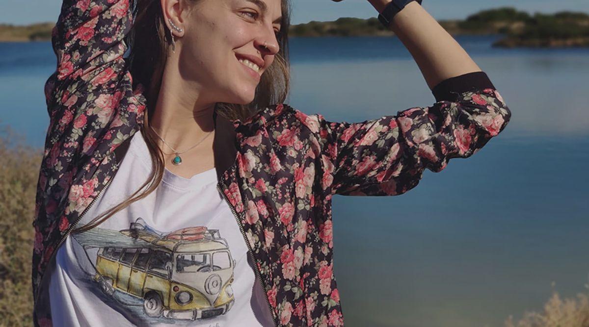 camiseta furgoneta camper-algodon organico-sirem wild-mujer manga corta-blanca