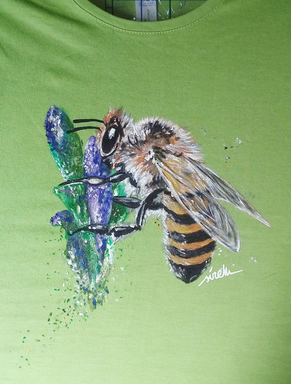 Polinizadores abejas en primavera-abeja-camiseta pintada a mano-sirem wild